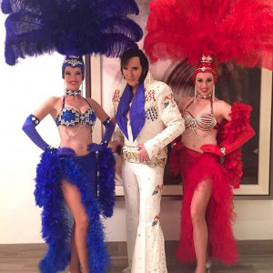 Vegas Elvis Impersonators And Showgirls - Elvis Impersonator in Las Vegas, Nevada