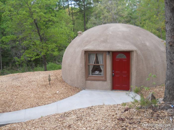 crashmypad com :: The Dome home is one bedroom one bath and