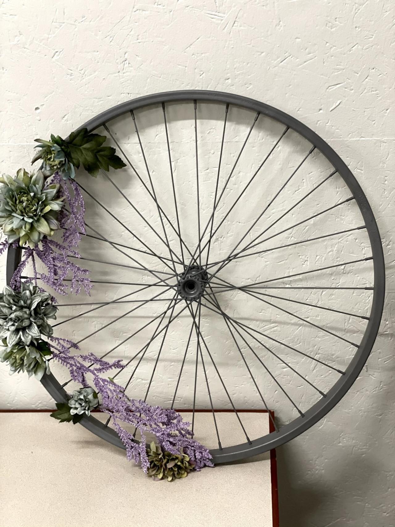 Item ZZW - Decorative Wheel Art