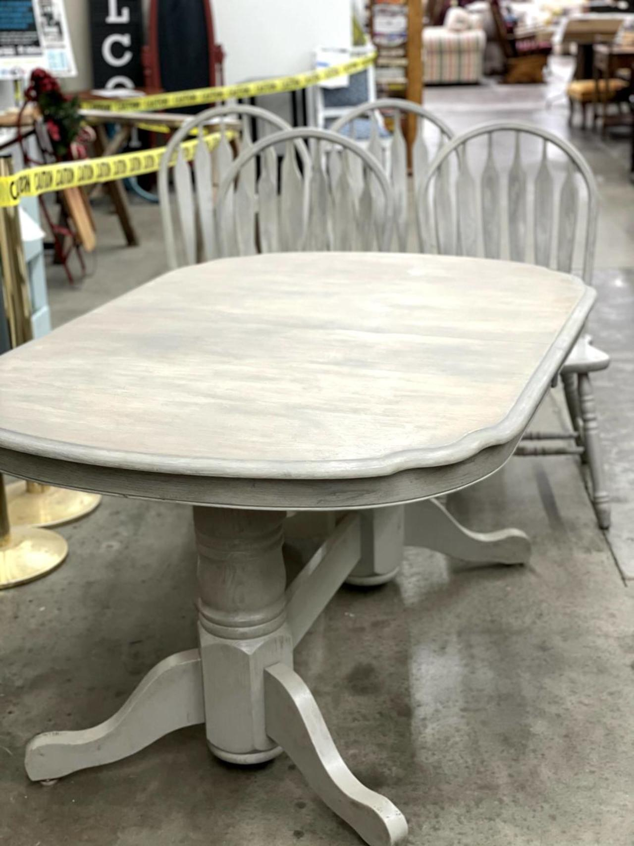 Item ZZZZD - Kitchen/Dining Room Table & Chairs
