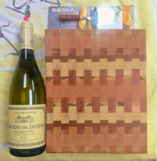 END-GRAIN CUTTING BOARD WITH CHEESE SLICER AND WINE