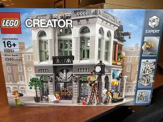 Lego Creator Set - Brick Bank