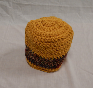 Hat: gold/red multi/ gold