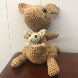 41 - Kangaroo Mama & Baby Crochet Set