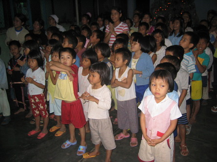 Kontum_ChildrenSinging.JPG