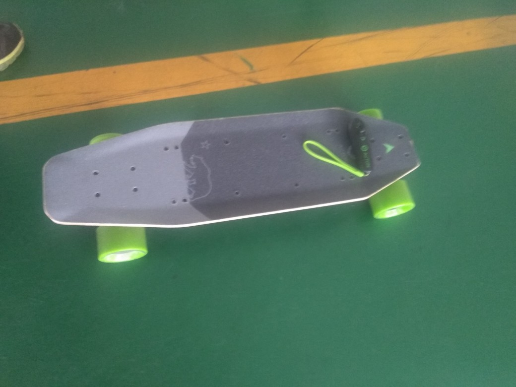 Xiaomi ACTON Smart Electric Skateboard Wireless Remote Control Omnidirectional LED Light Group 12KM Endurance - Grey + Green