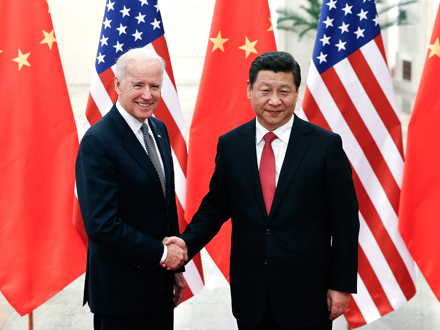 Joe Biden and Xi Jinping shaking hands