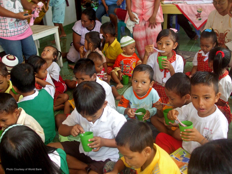 Indonesian children eating
