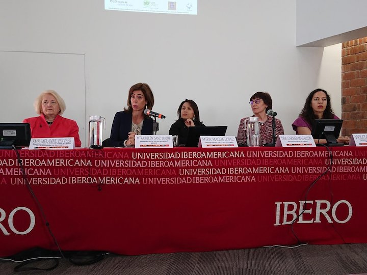 Melanne Verveer (left) on a panel about women, peace, and security during the conference at Universidad Iberoamericana.