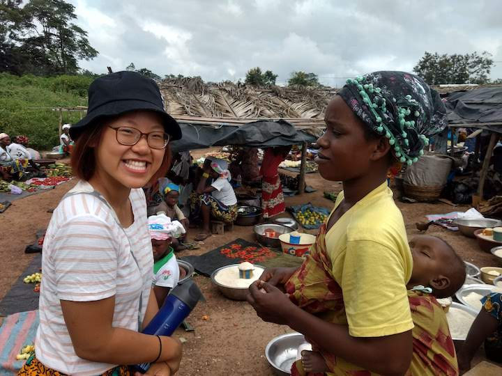 Ivy Wang (C'20) learns market-related vocabulary in the Guébie language.