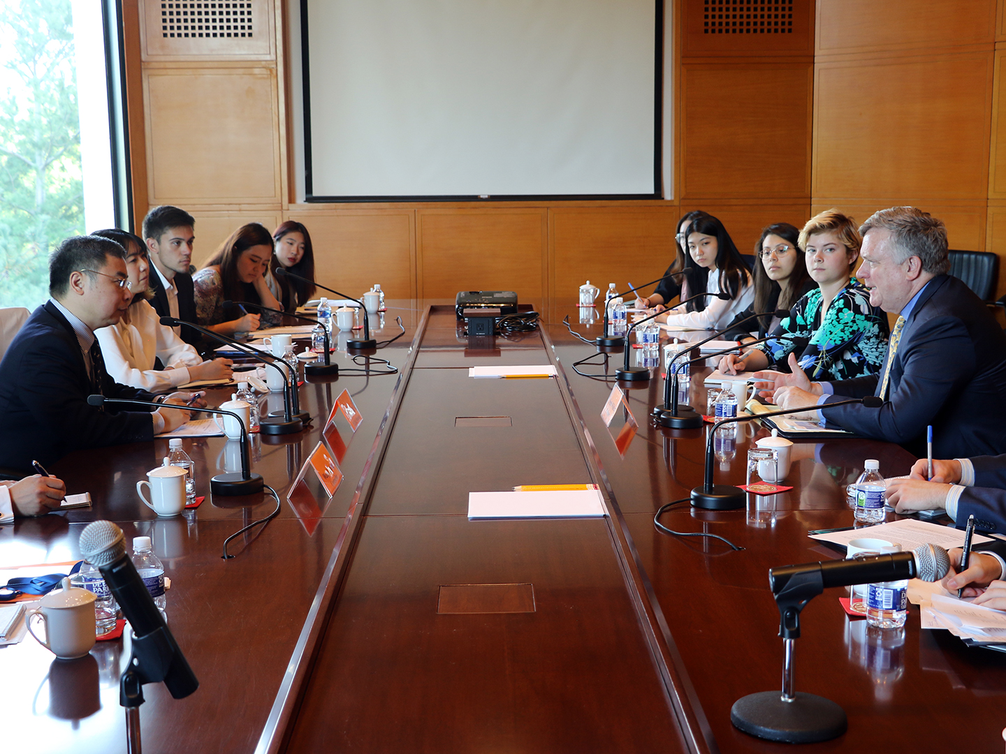 Student Fellows meeting with Chinese DCM and Minister Li Kexin