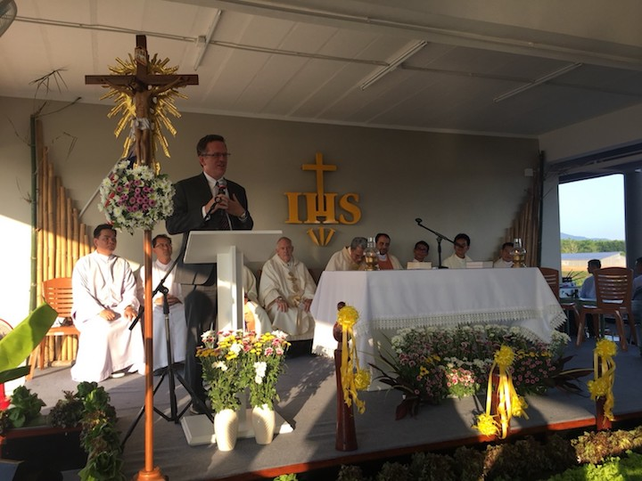 Banchoff addresses congregation during Mass