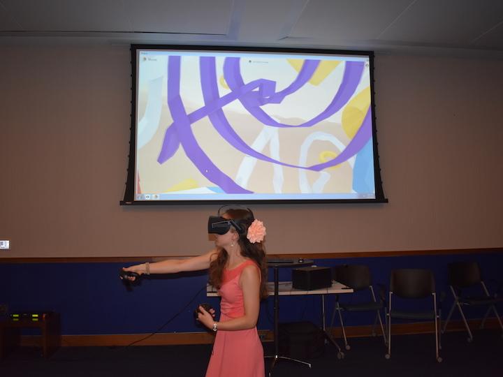 Gelardin New Media Center provided virtual reality equipment