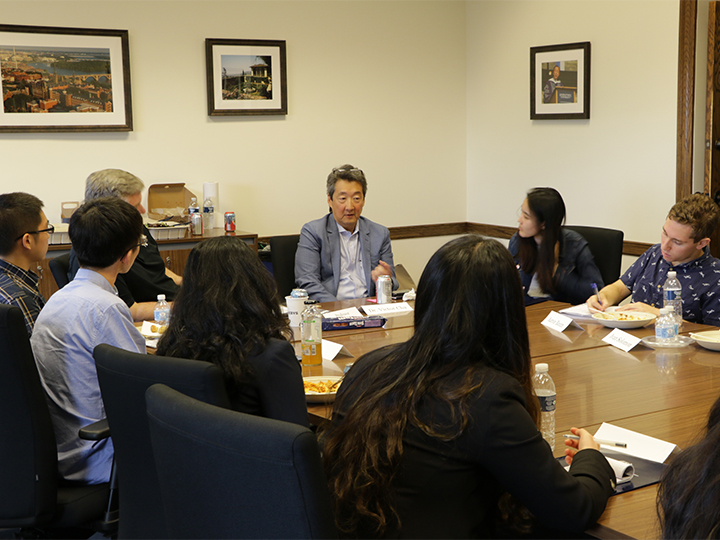 2018-2019 Student Fellows attend a meeting with Professor Victor Cha.