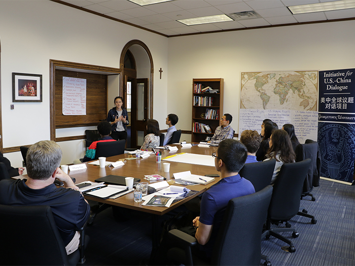 """2018-2019 Student Fellows discussing the topic """"U.S.-China: Shared Global Responsibilities""""."""
