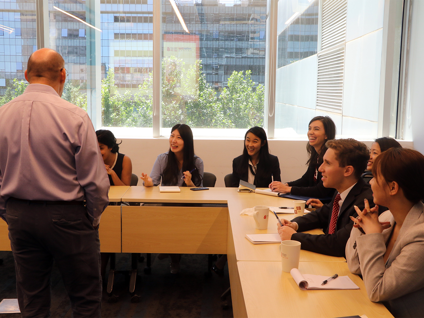 Student Fellows discuss Chinas business environment with Alan Beebe.