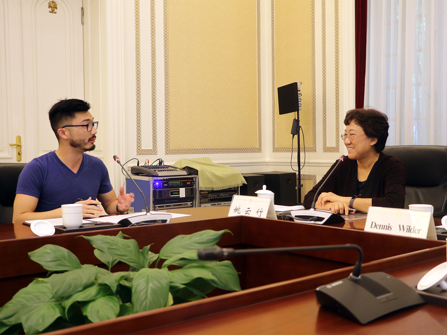 Georgetown student Howard Wang asking Major General Yao about her thoughts on the U.S.-China security relationship.