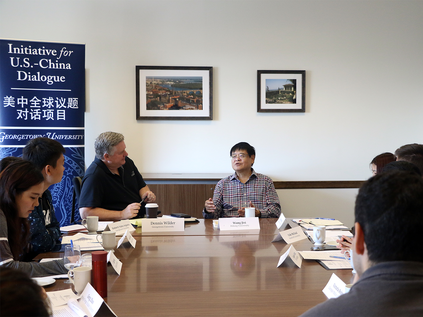 Wang Jisi discussing his views on U.S.-China relations with the Student Fellows