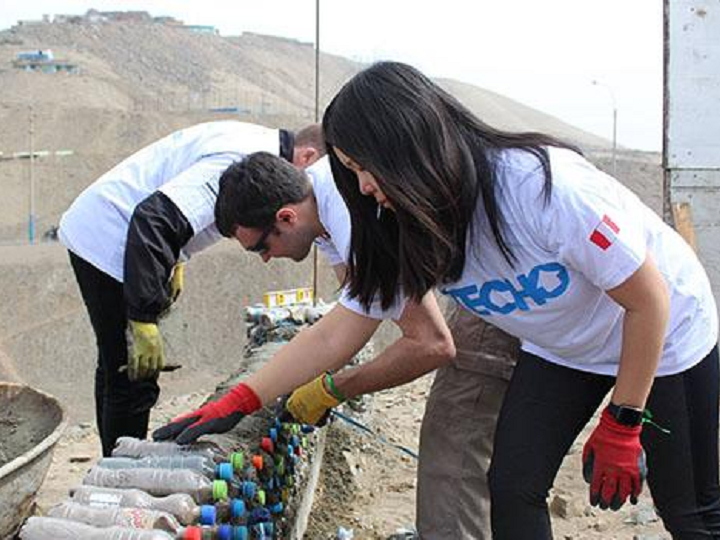 MBA Students Give Back to the Community in Peru