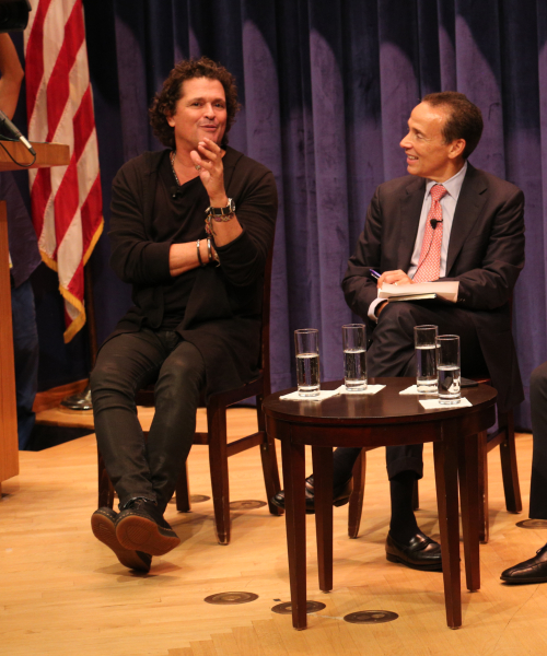 Carlos Vives speaking with Professor Ernst