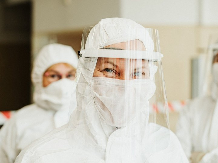 Health care professional wearing medical mask and face shield