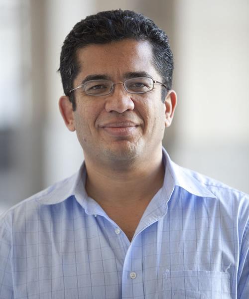 Irfan Nooruddin headshot