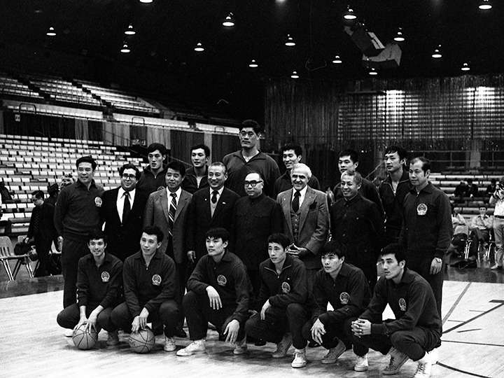 The Chinese men's basketball team posing for a picture