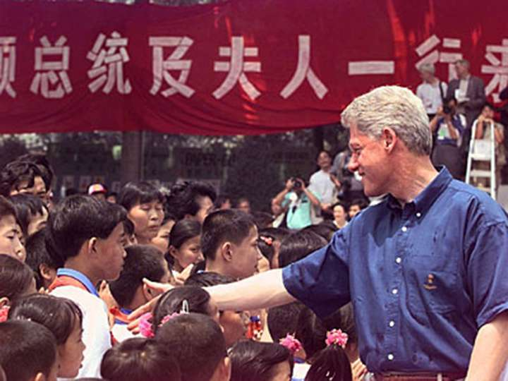 President William J. Clinton meeting students in Xiahe Village, Xi'an, China