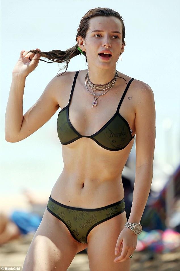 "Bella Thorne se luce sexy en diminuto bikini, pero un ""peludo"" detalle saltó a la vista [FOTOS]"