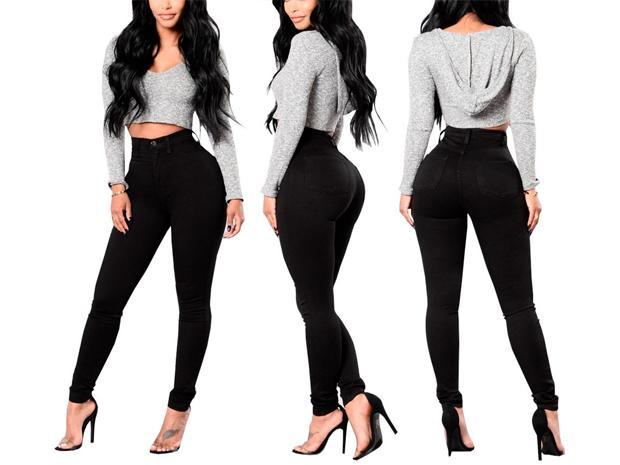 1fe89d16050 Un truco de moda muy conocido es el uso del color negro para estilizar la  figura. En este caso