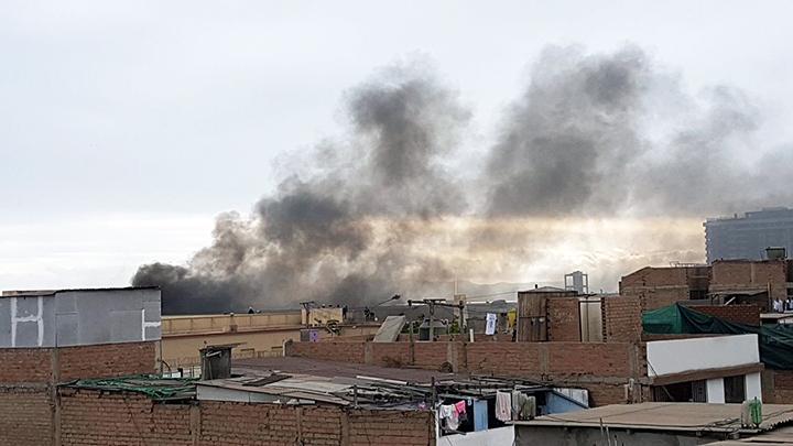 Nuevo incendio en centro Maranguita causa intensa humareda — Lima
