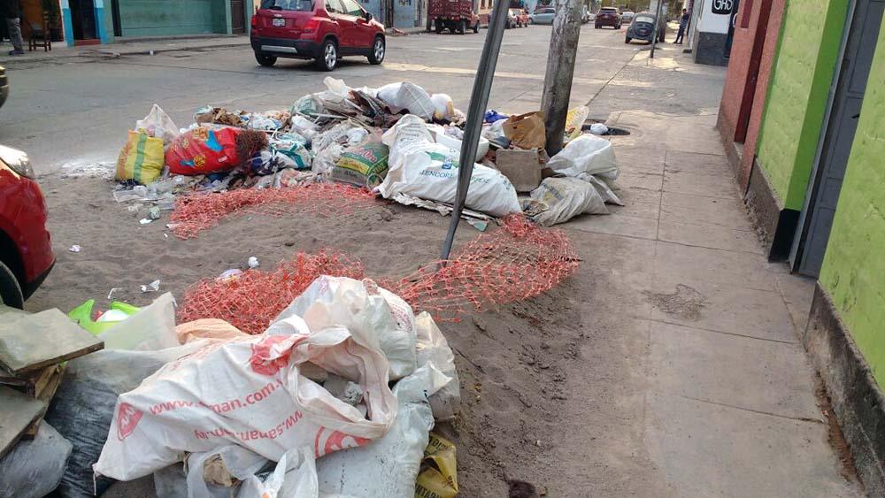 Desmonte y basura en calles del distrito.