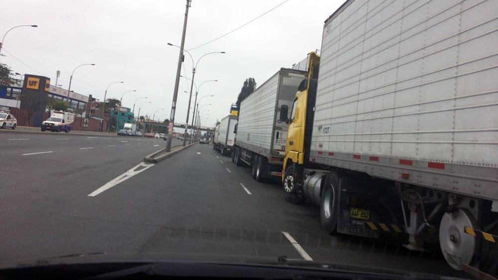 Camiones de D'onofrio invaden vías.