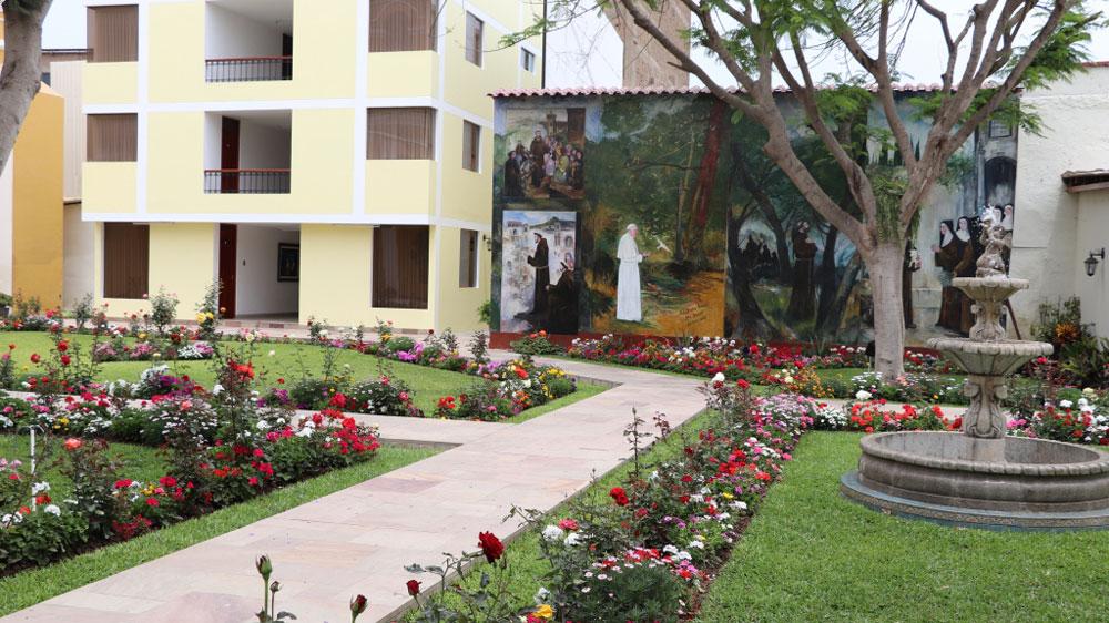Los jardines que se encuentran dentro de Curia Arzobispal.
