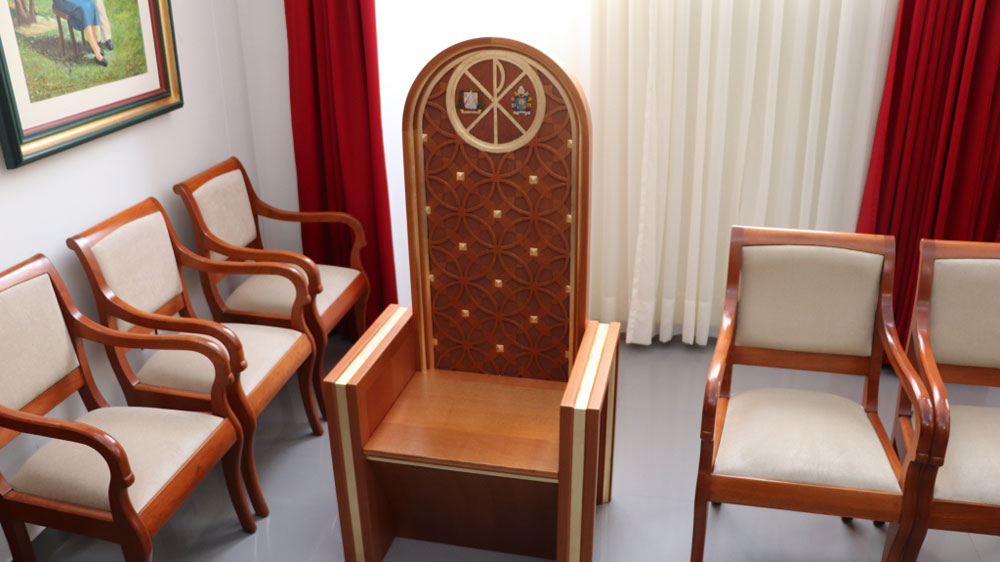 Papa francisco en per arzobispado de trujillo present for Sillon de psiquiatra
