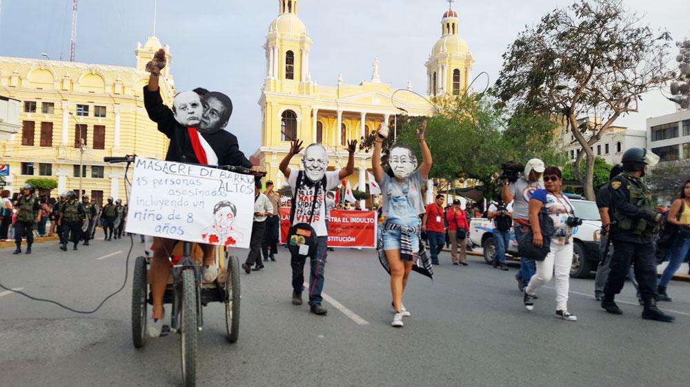 Algunos satirizaron al ex dictador Alberto Fujimori y al presidente Pedro Pablo Kuczynski.