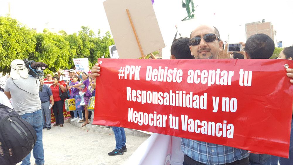 Muchas pancartas contra la gestión de PPK se mostraron durante la medida de lucha.
