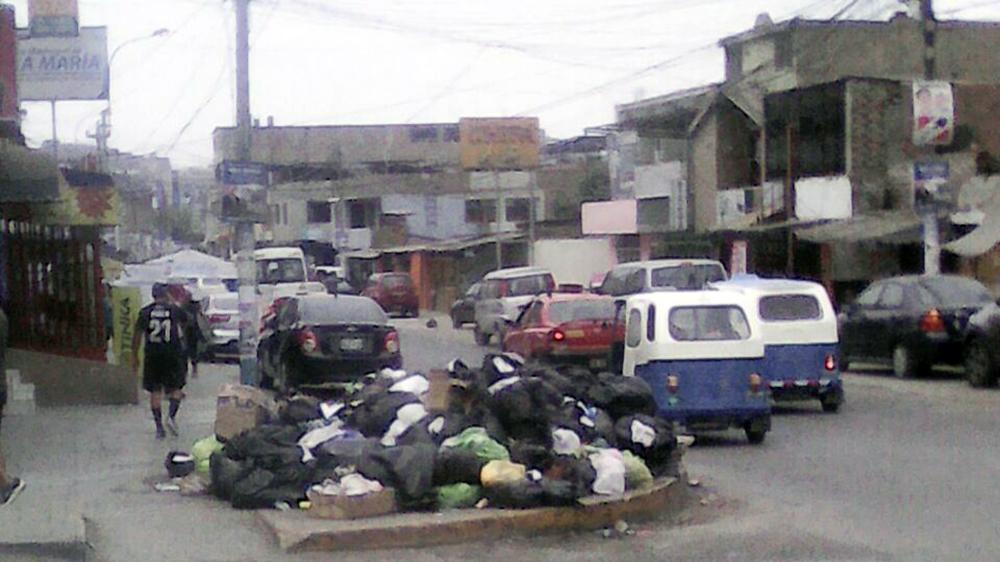 Basura y desperdicios en las calles de Villa María del Triunfo.