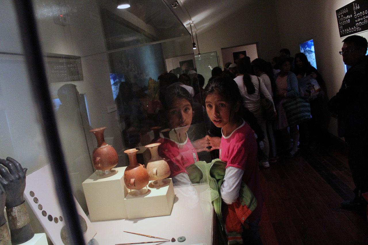 Niños admiraron colecciones en el museo de Wariwillka.