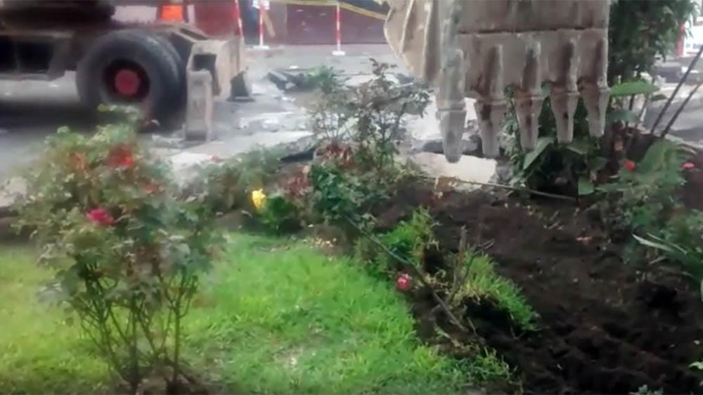 Arrasan con jardines en el Jr. 3 de Febrero en La Victoria.