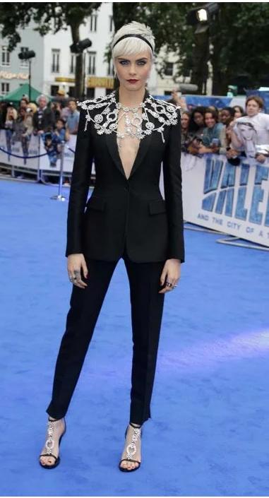 cara-delevingne-look-blazer