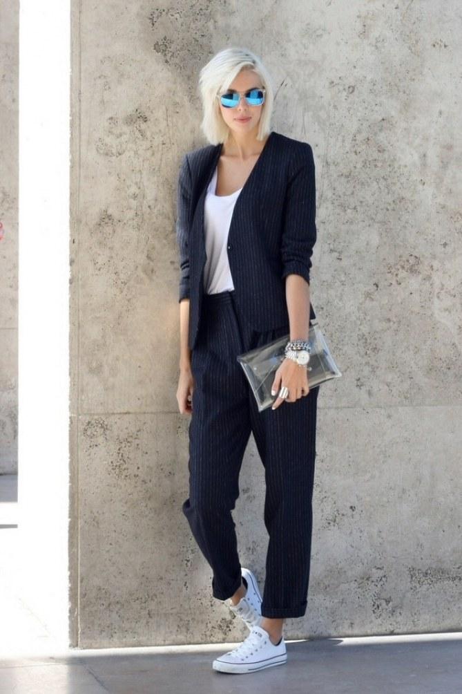 Mira estos 5 looks de oficina con zapatillas Converse [FOTOS