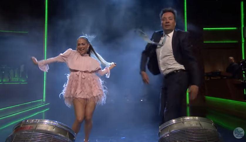 Jennifer bailando