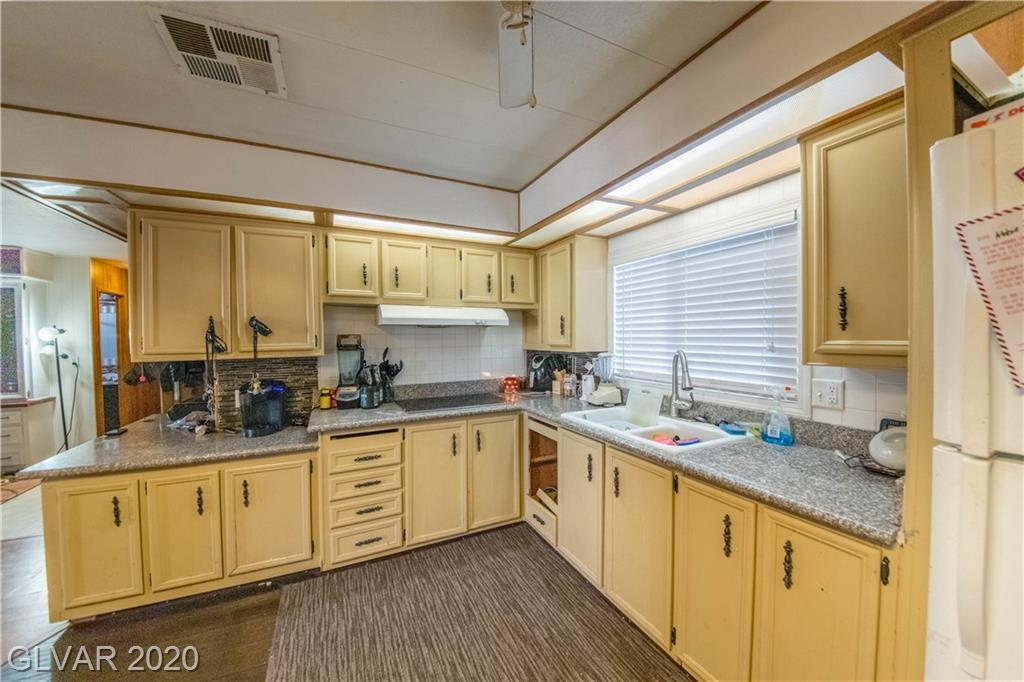 6444 Sapphire St Las Vegas, NV 89108 - Photo 3
