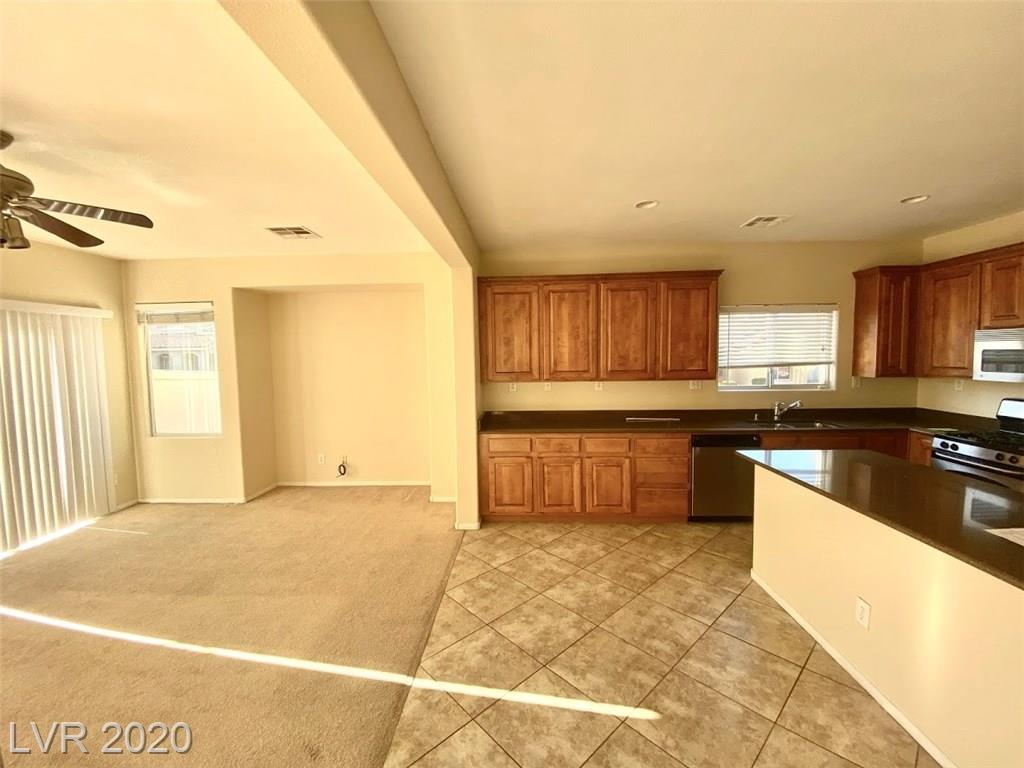 10965 Paradise Rd Henderson, NV 89052 - Photo 4