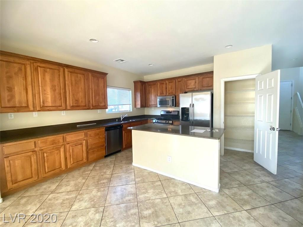 10965 Paradise Rd Henderson, NV 89052 - Photo 6