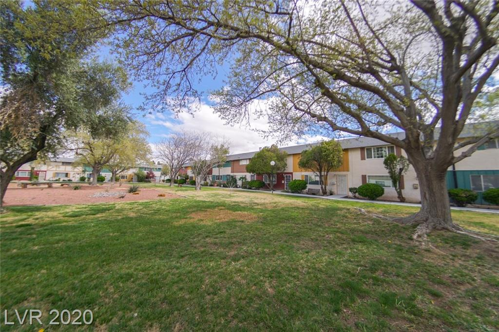 400 Greenbriar Townhouse Way Las Vegas NV 89121