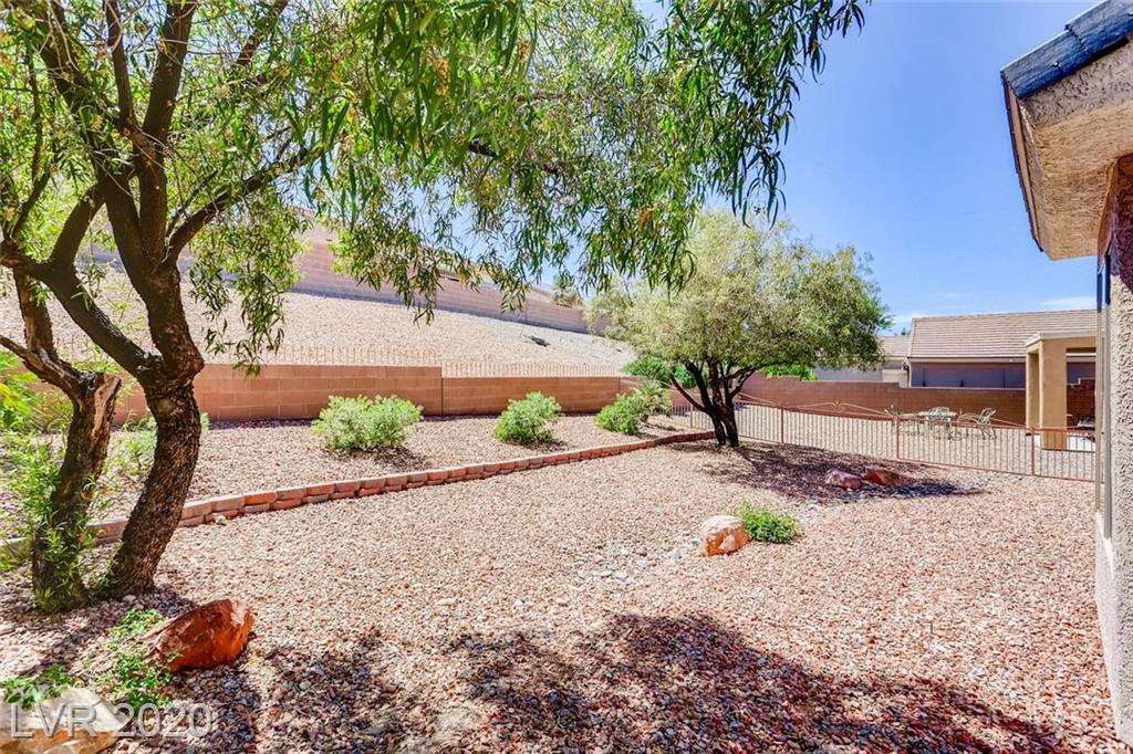2089 Desert Woods Henderson, NV 89012 - Photo 10