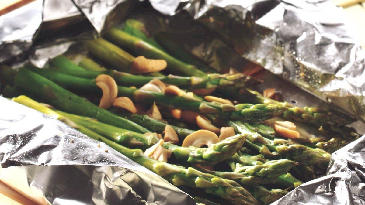 Grilled Cashew Asparagus Packet