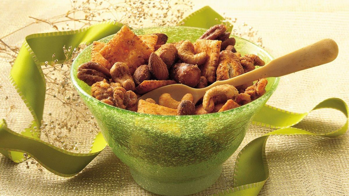 Slow Cooker Spiced Party Nut Mix